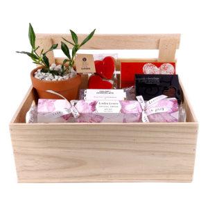 crate_full_of_love Tree gift box